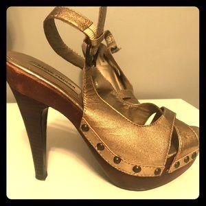 Steve Madden, gold leather heel pump, size 7.5